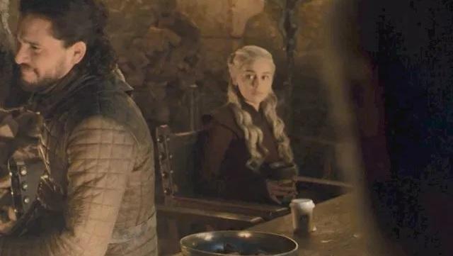 Der Kaffeebecher wurde inzwischen von HBO digital herausretuschiert