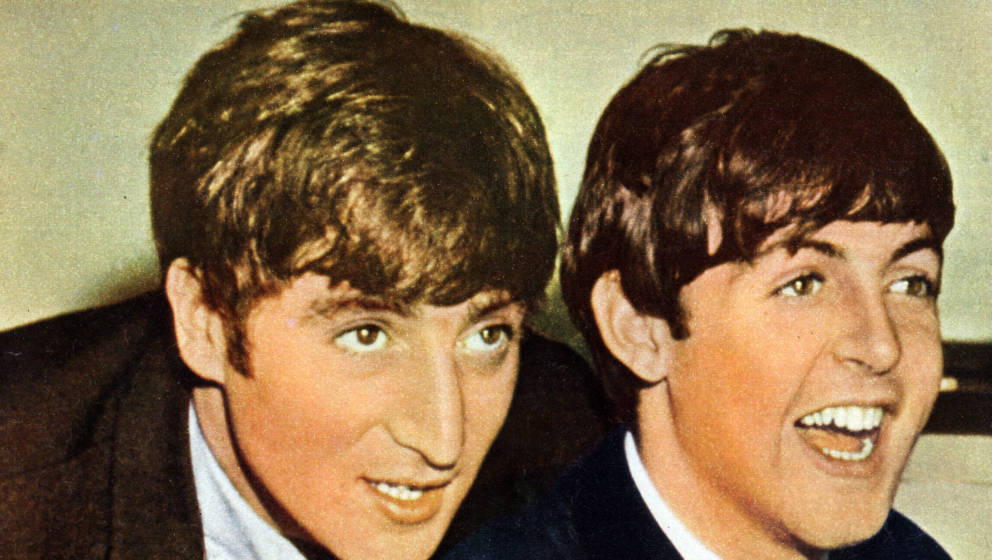 Paul McCartney und John Lennon lachen im Tonstudio