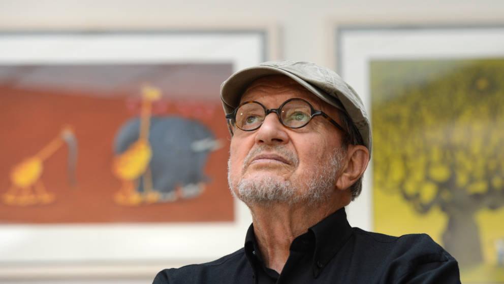 Guillermo Mordillo (1932-2019) bei einer Ausstellung seiner Zeichnungen