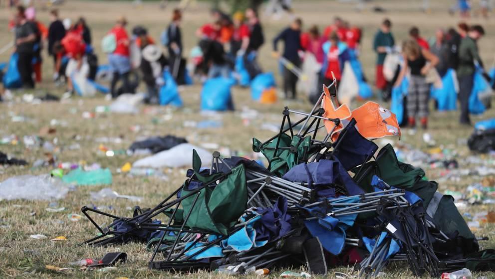 Die Realität ist leider nicht so öko, wie viele tun: Das Festivalgelände gleicht einer Müllhalde.