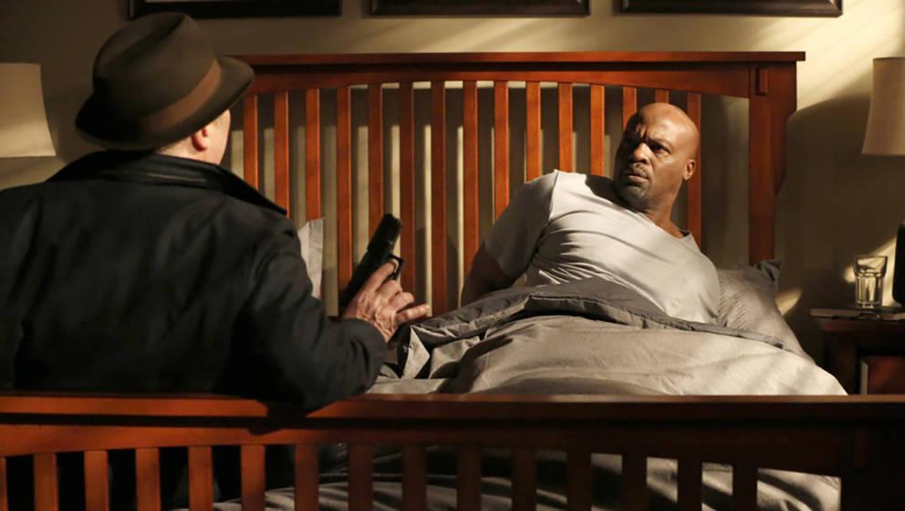 """Raymond Reddington aus """"The Blacklist"""" sollten Sie wahrscheinlich lieber von der Bettkante stoßen."""