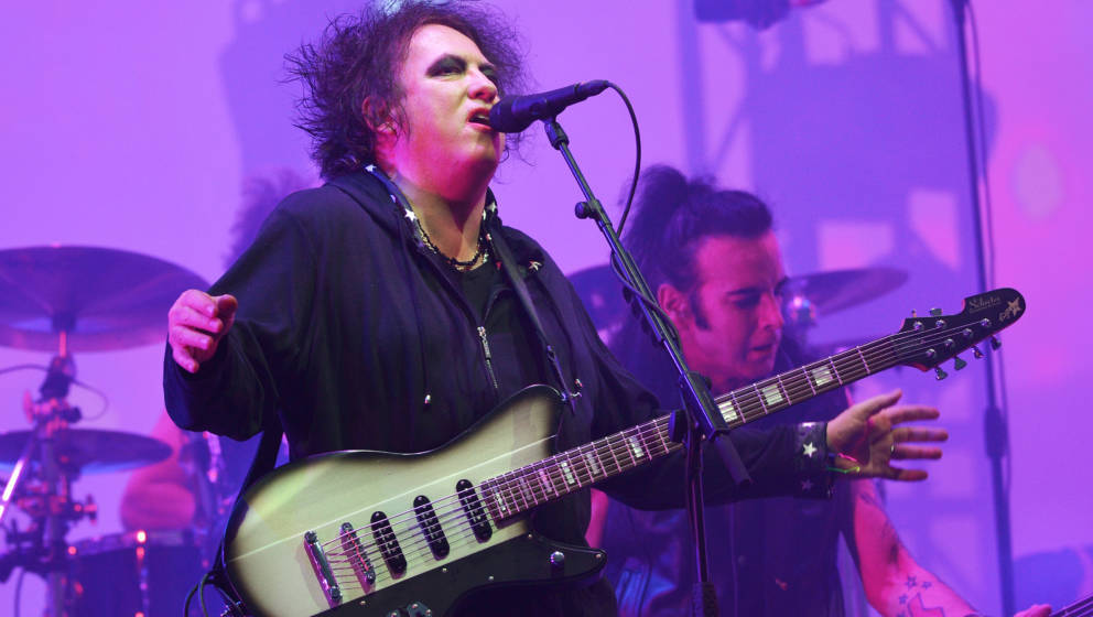 GLASTONBURY, ENGLAND - JUNE 30:  Robert Smith of The Cure performs live on the Pyramid stage during day five of Glastonbury F