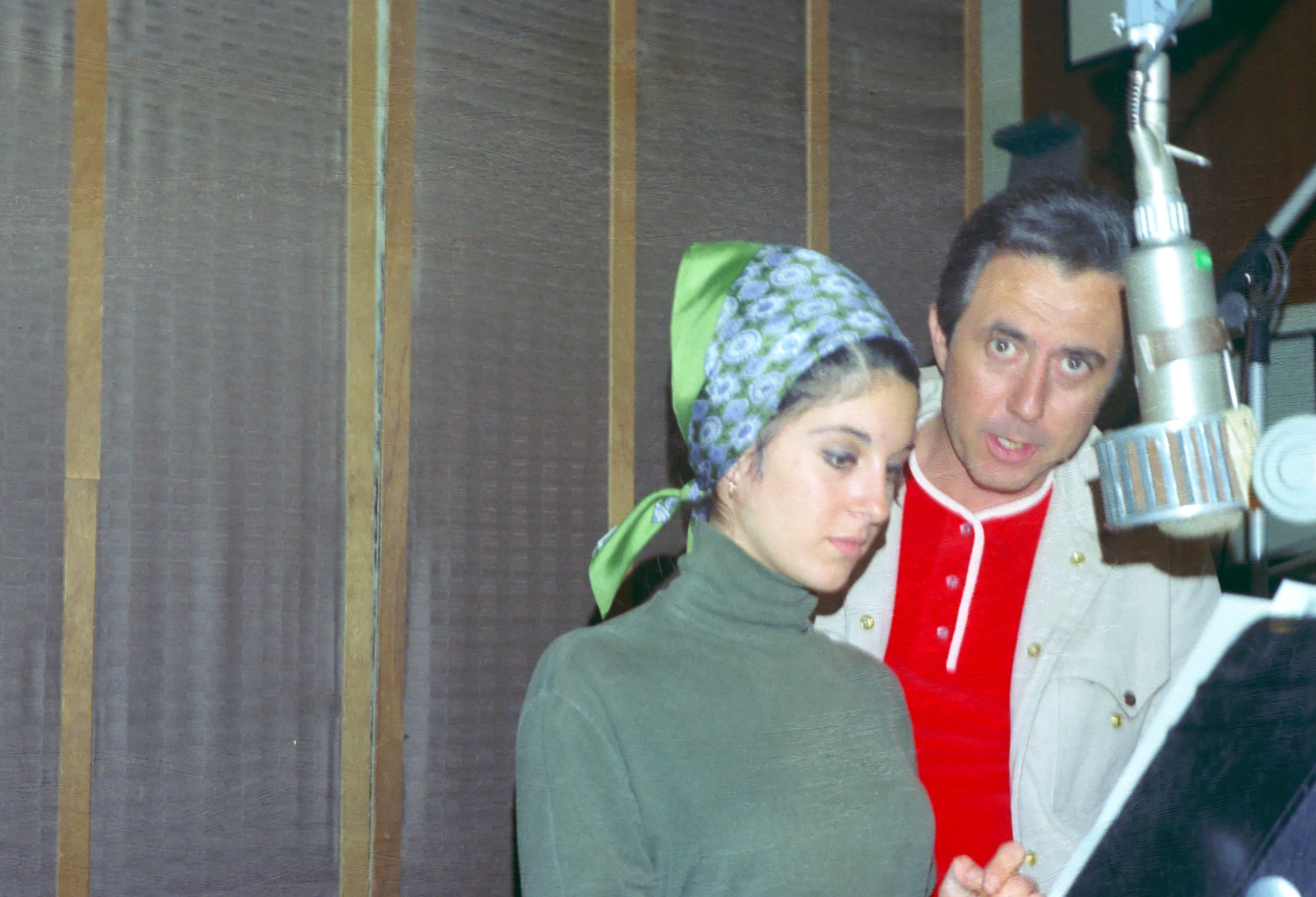 Lee Hazlewood im Studio mit Sängerin Deana Martin (1966)
