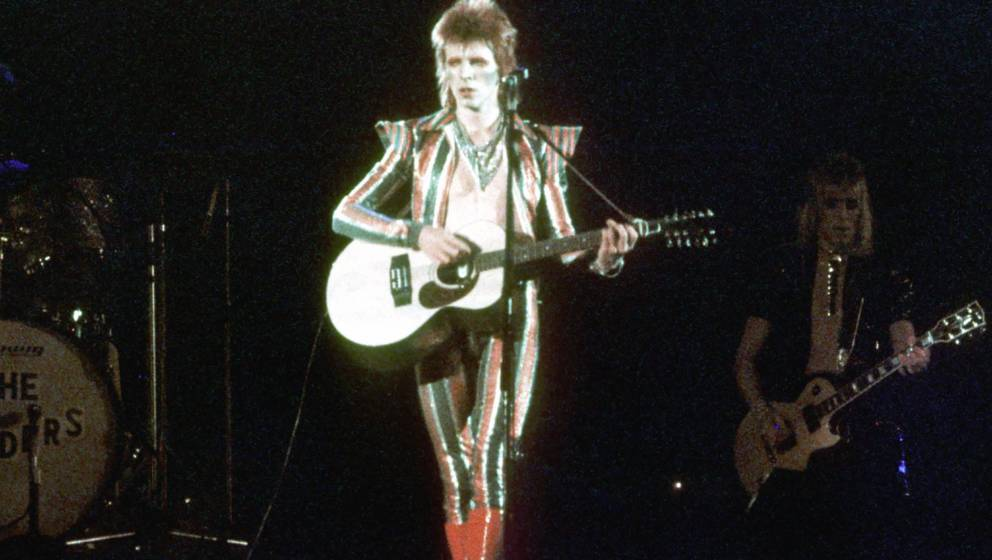 LOS ANGELES - 1973:  Musician David Bowie performs onstage during his 'Ziggy Stardust' era in 1973 in Los Angeles, California