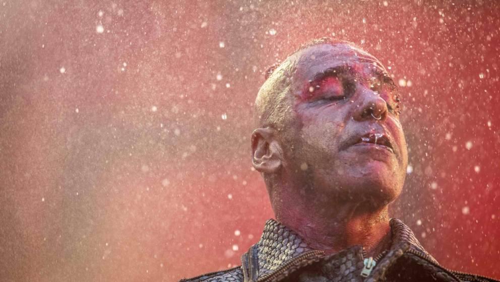 Till Lindemann im Regenguss: Rammstein live in Frankfurt