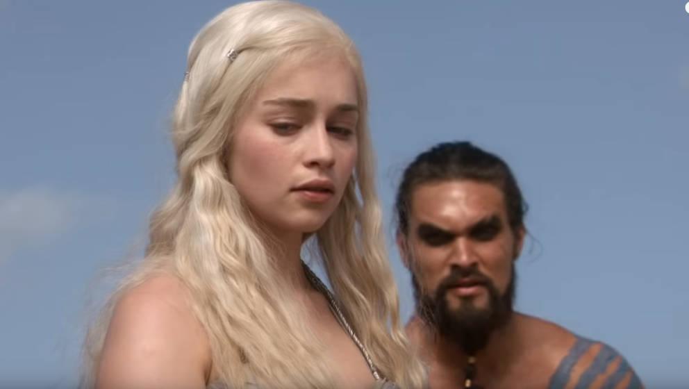 "Emilia Clarke und Jason Momoa in ""Game Of Thrones"""