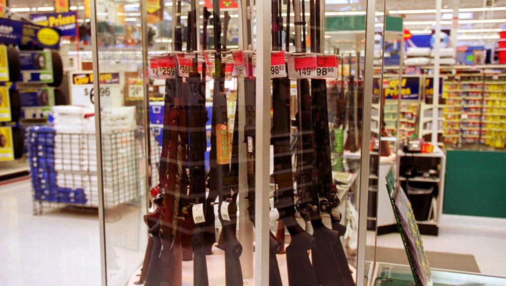 Waffen-Angebot in einem amerikanischen Walmart