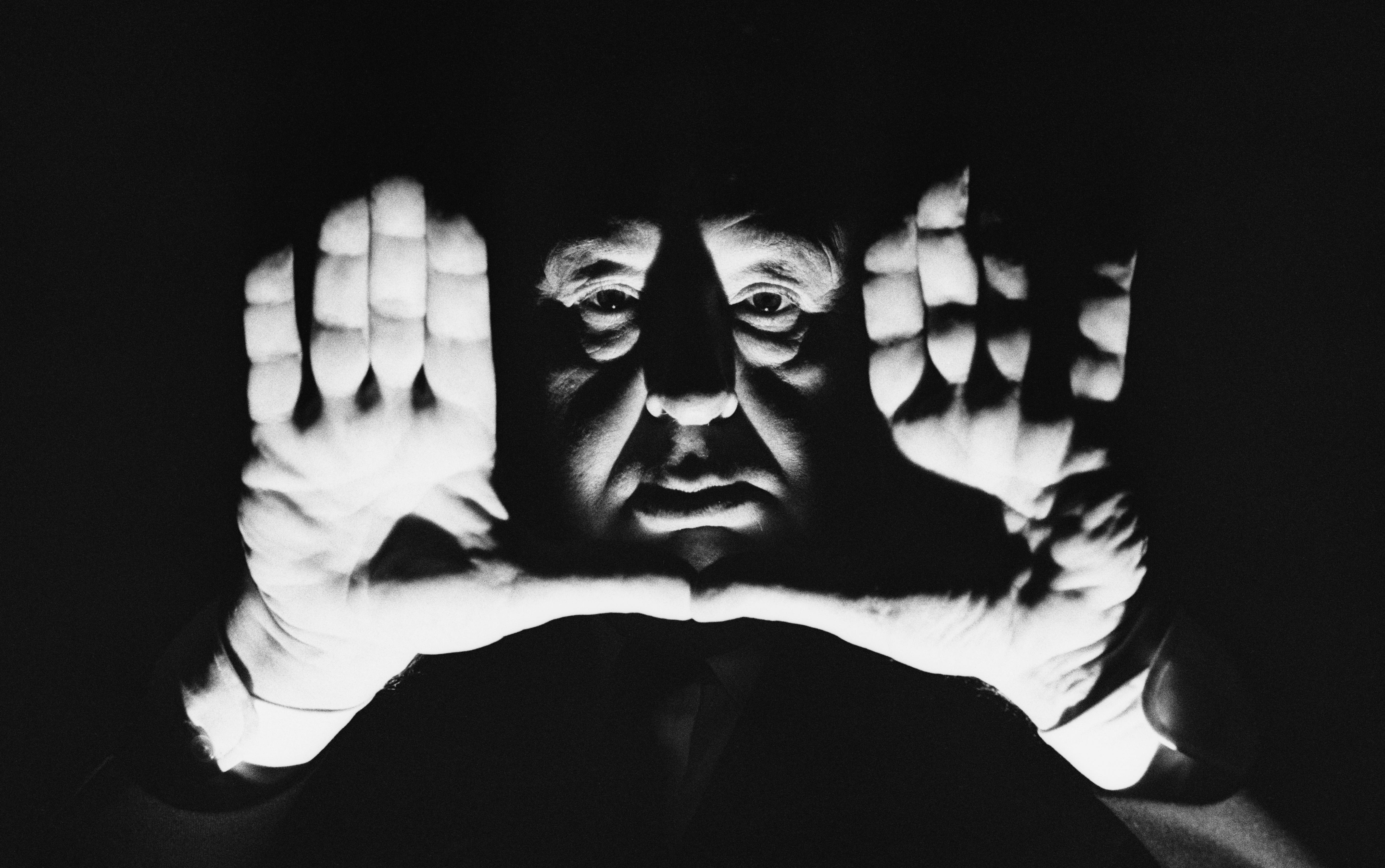Licht- und Schattenspiele gehörten zur Selbstinszenierung von Hitchcock dazu...