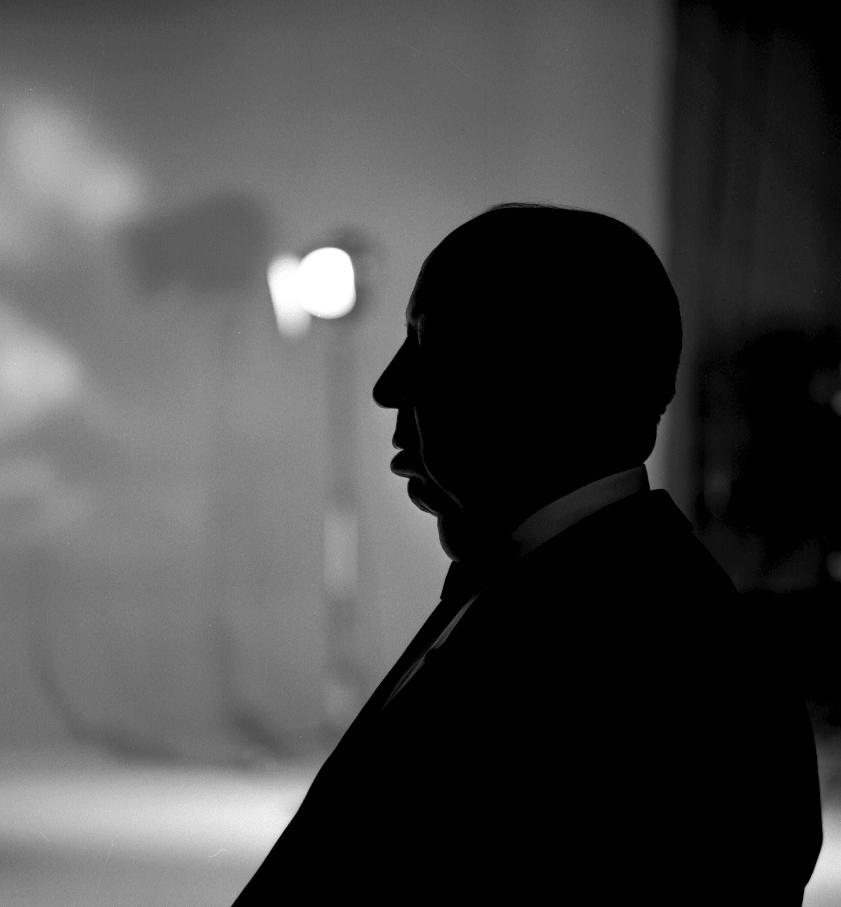 Die Silhouette von Alfred Hitchcock kennt fast jedes Kind