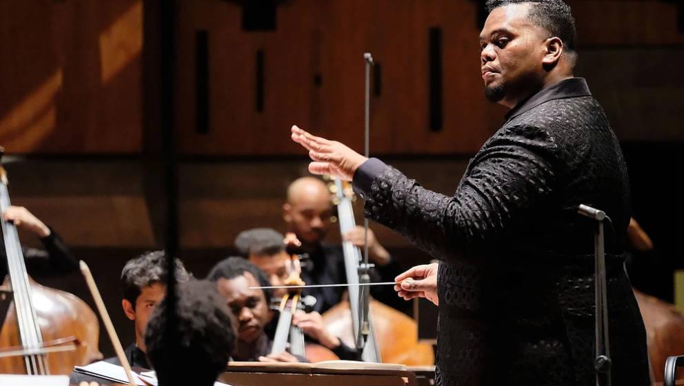 COMMITMENT: Anthony Parnther über mehr Diversität in Orchestern