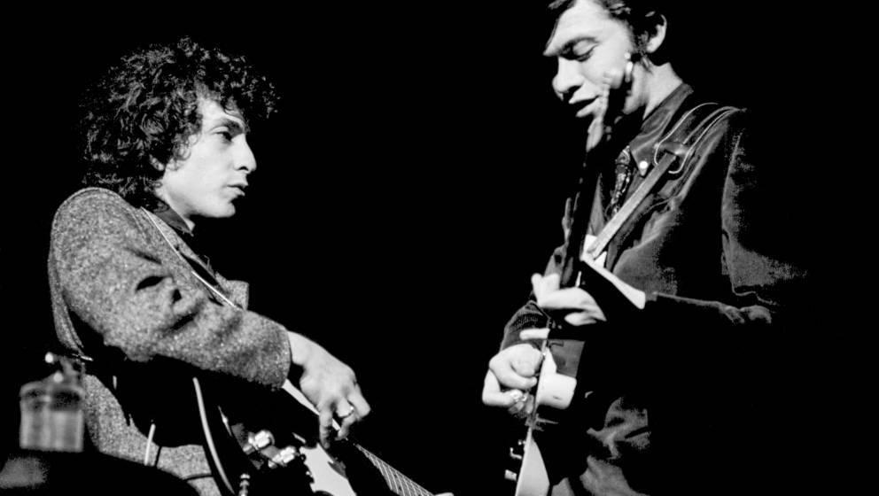 Bob Dylan und Robbie Robertson bei einem Auftritt 1966