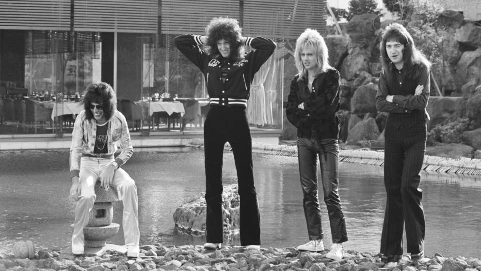 (MANDATORY CREDIT Koh Hasebe/Shinko Music/Getty Images) Queen, photo session for 'Music Life' magazine, in the garden of Hote