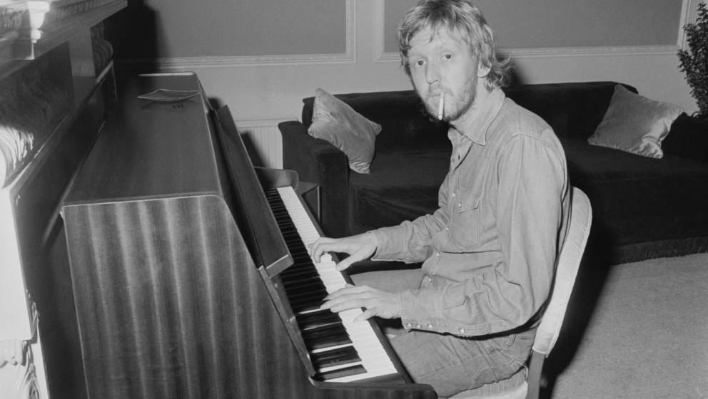 Harry Nilsson (1941 - 1994) at the piano, 1972.  (Photo by Stan Meagher/Daily Express/Hulton Archive/Getty Images)