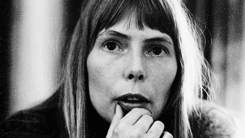 AMSTERDAM, NETHERLANDS: Joni Mitchell posed in Amsterdam, Holland in 1972 (Photo by Gijsbert Hanekroot/Redferns)