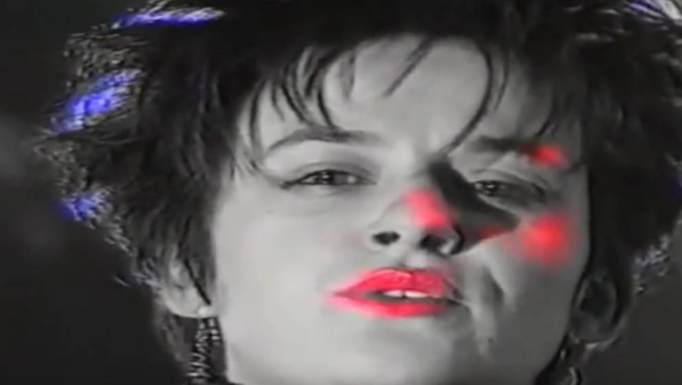 """Ausschnitt aus dem Video zu """"Toilet Queen"""" von Kastrierte Philosophen"""