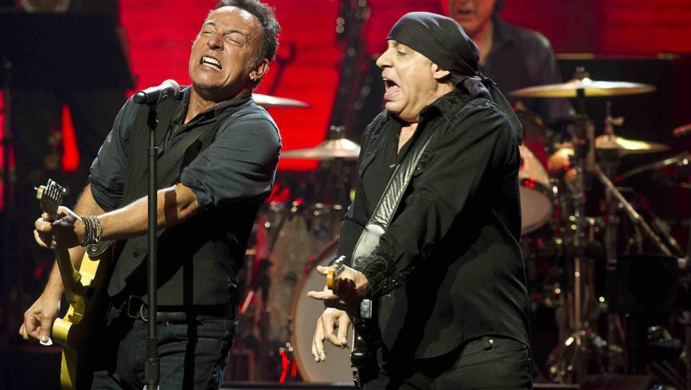 NEW YORK, NY - MARCH 09:  Musicians Bruce Springsteen (L) and Steven Van Zandt perform during SiriusXM's concert celebrating