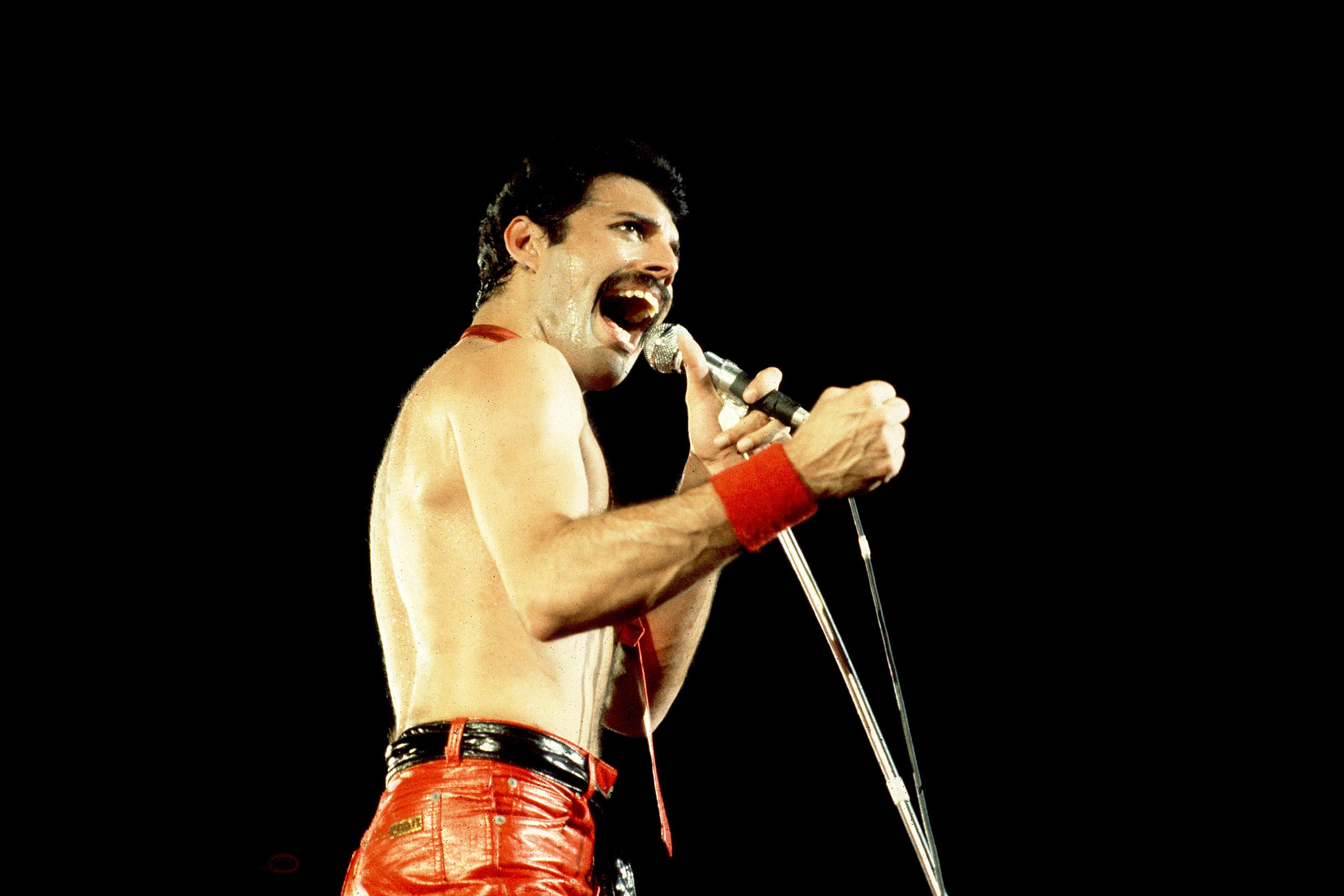 """Im Video: Aufwendige Neufassung von Freddie Mercurys """"Living On My..."""