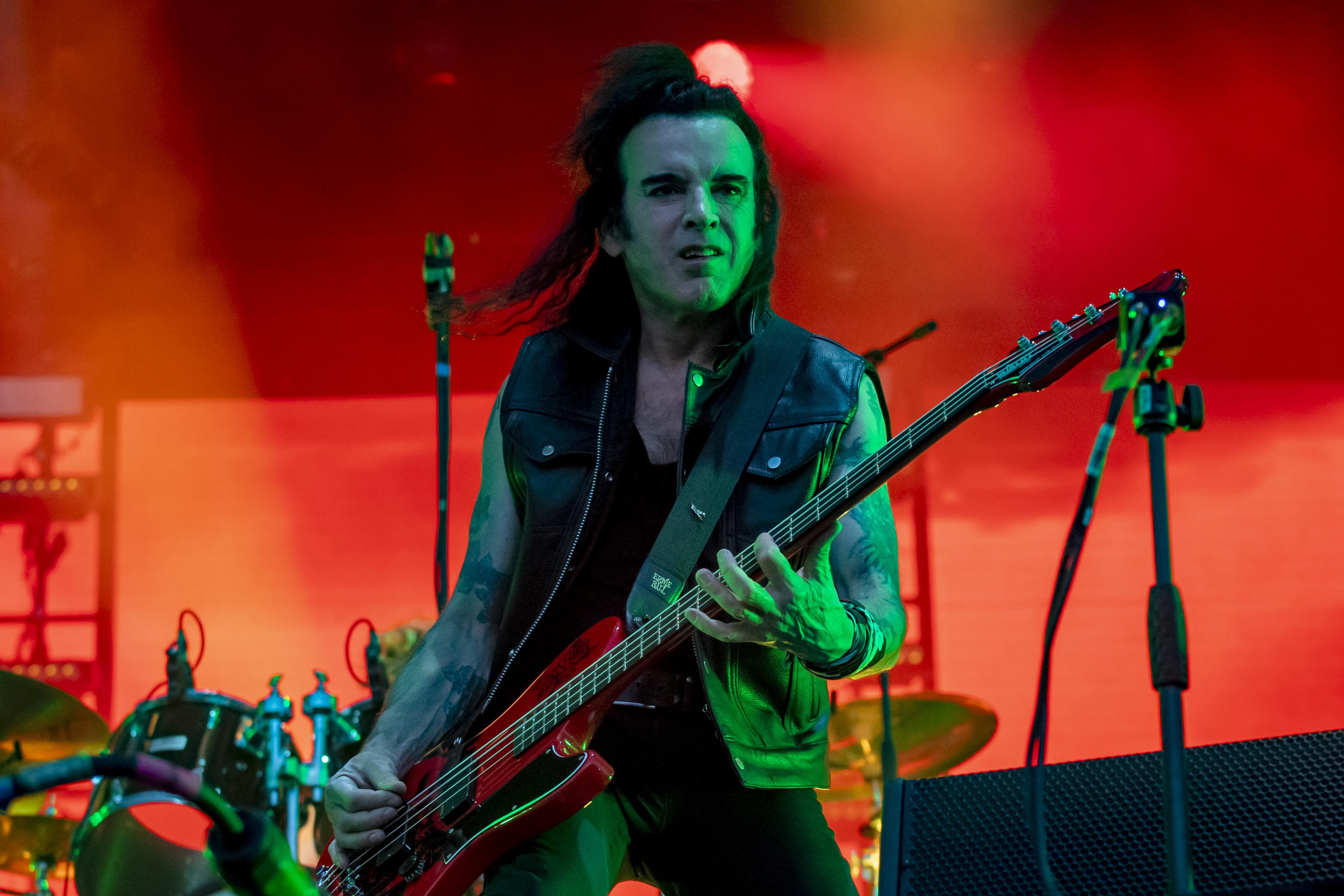 """The Cure: Bassist Simon Gallup muss wieder Konzert absagen - """"ernste persönliche..."""