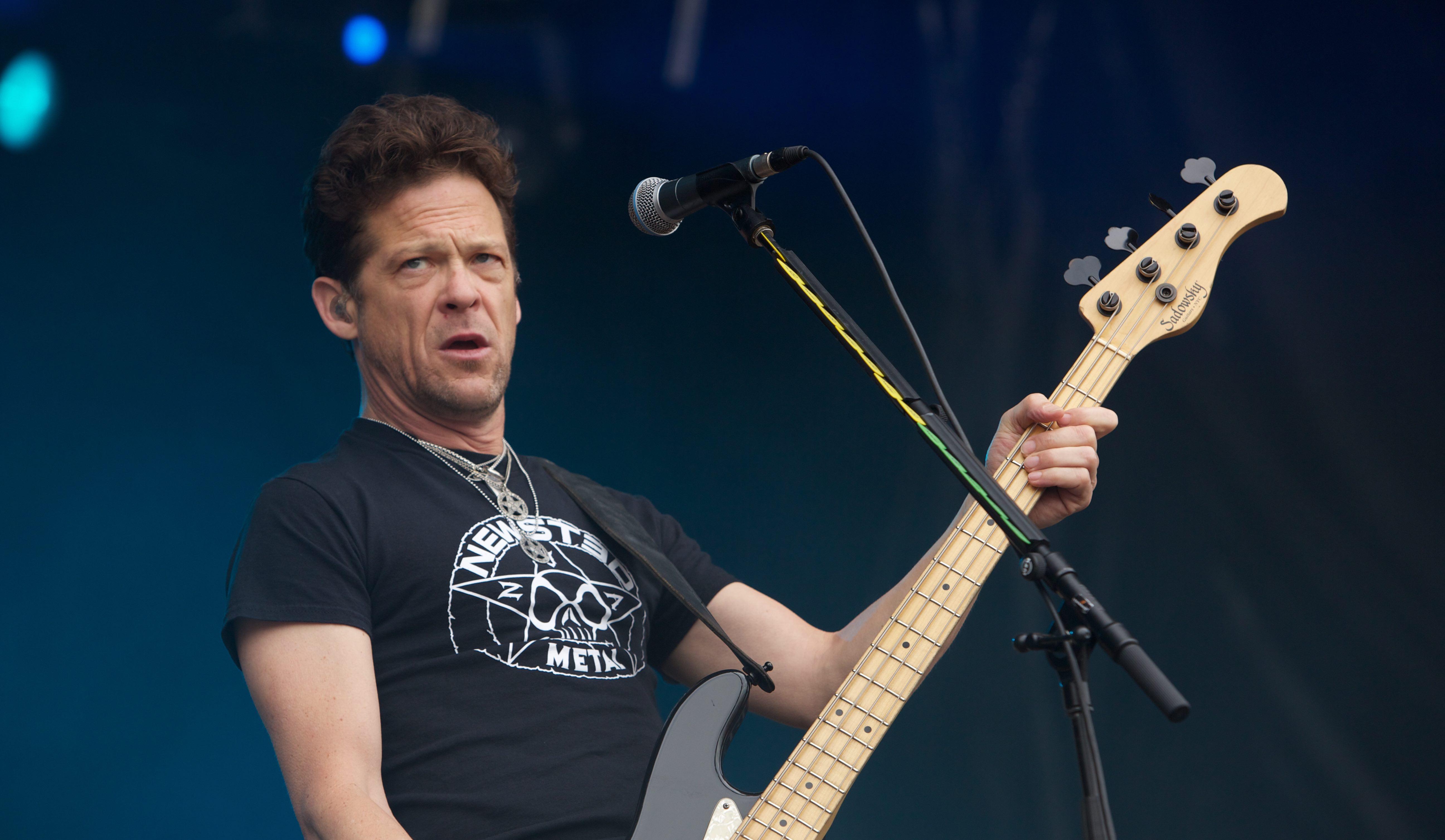Metallica: Ex-Bassist Jason Newsted bekommt von Ärzten endgültig...