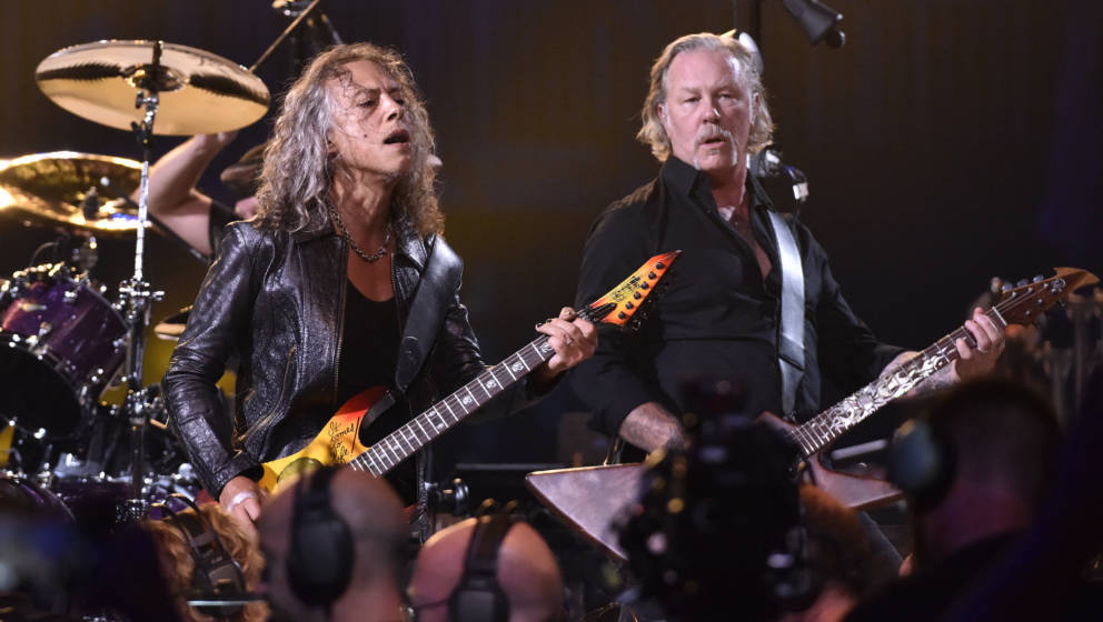 SAN FRANCISCO, CALIFORNIA - SEPTEMBER 06: Kirk Hammett (L) and James Hetfield of Metallica perform during the 'S&M2' conc