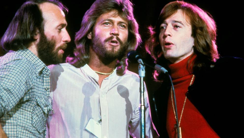 NEW YORK - JANUARY 09: Maurice Gibb, Barry Gibb and Robin Gibb of The Bee Gees harmonise at one microphone while performing o