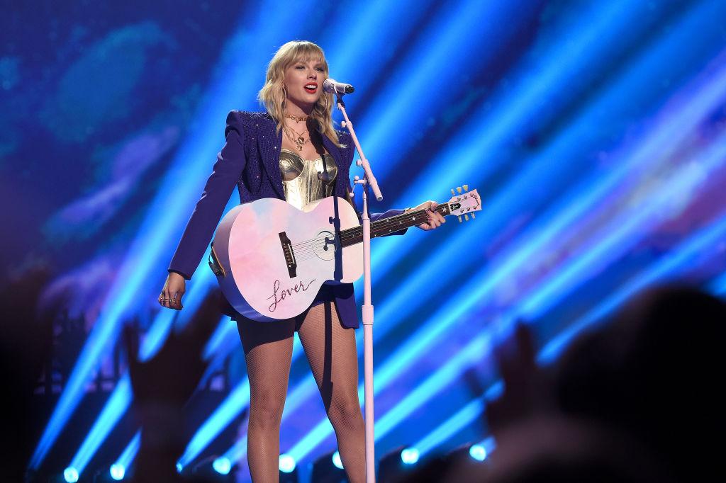 PERFORMANCE: Taylor Swift darf wieder ihre alten Songs spielen - Rolling Stone