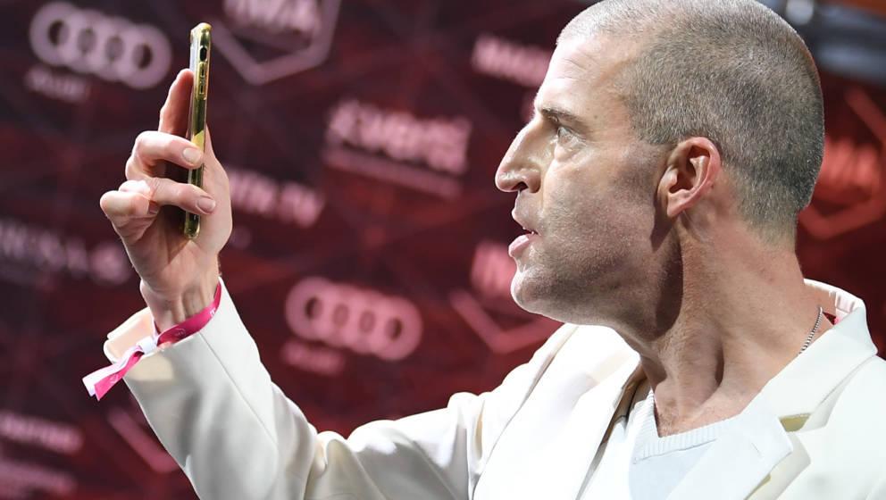 22.11.2019, Berlin: Benjamin von Stuckrad-Barre kommt zum International Music Award (IMA). Der neue Popkulturpreis aus dem Me