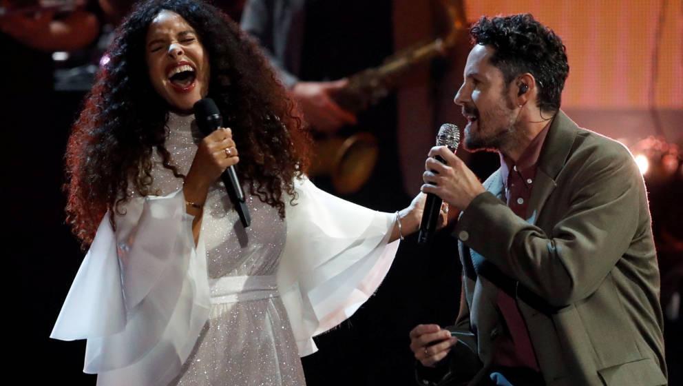 22.11.2019, Berlin: Max Herre (r) und Joy Delane treten beim International Music Award (IMA) auf. Der neue Popkulturpreis aus
