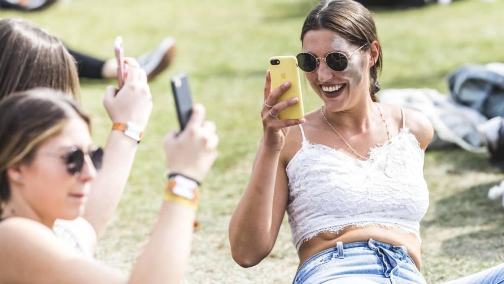 Instagram-Influencerinnen bei der Arbeit