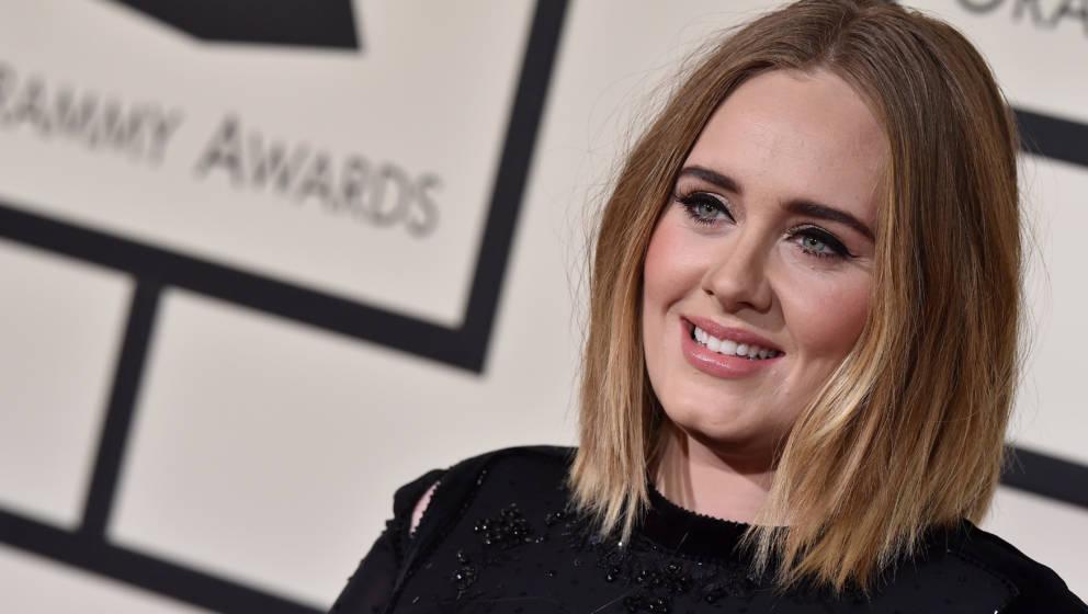 Adele bei der Emmy-Preisverleihung 2016. Auf aktuellen Fotos hat die Ausnahme-Sängerin deutlich an Gewicht verloren.