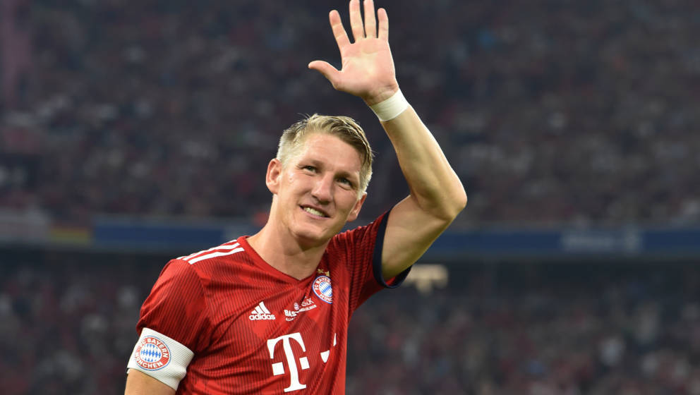 Former Bayern Munich's midfielder Bastian Schweinsteiger waves during he come for the second time of his farewell match for B