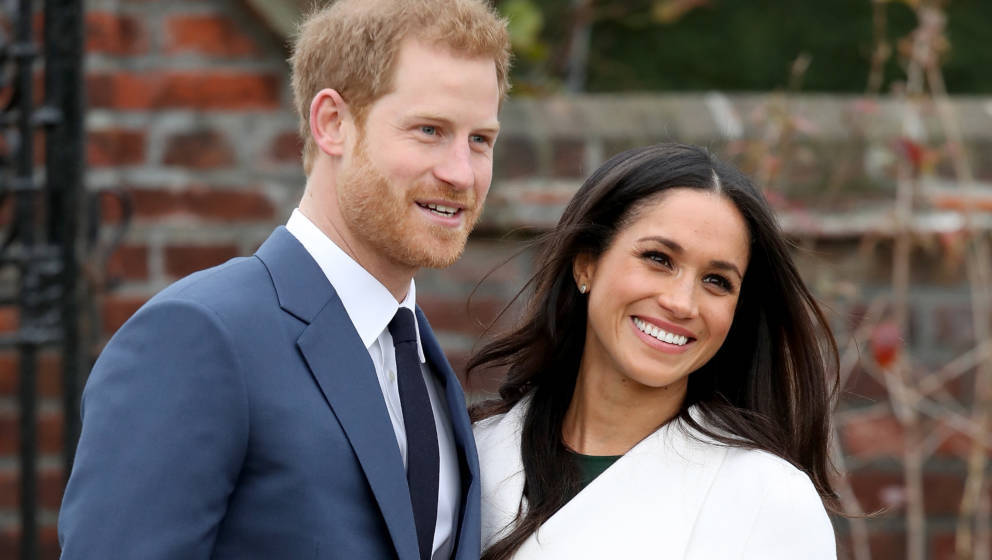 LONDON, ENGLAND - NOVEMBER 27:  Prince Harry and actress Meghan Markle during an official photocall to announce their engagem