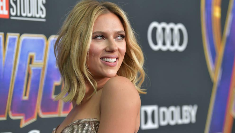 LOS ANGELES, CA - APRIL 22:  Scarlett Johansson attends the world premiere of Walt Disney Studios Motion Pictures 'Avengers: