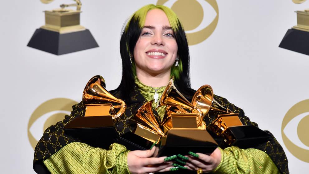 Billie Eilsih mit ihren vier Grammys