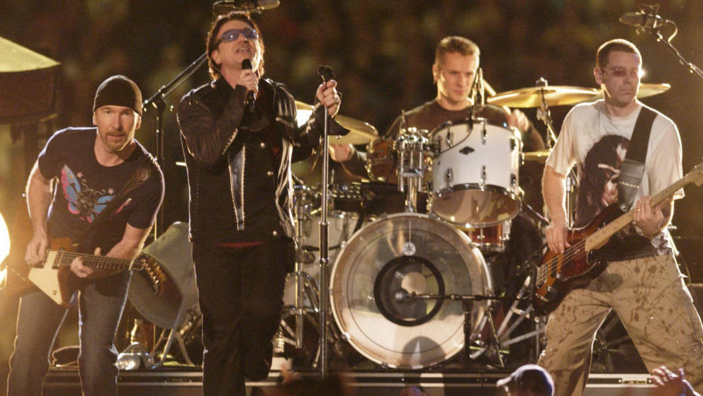 U2 beim Super Bowl XXXVI im Superdome, New Orleans, 2002
