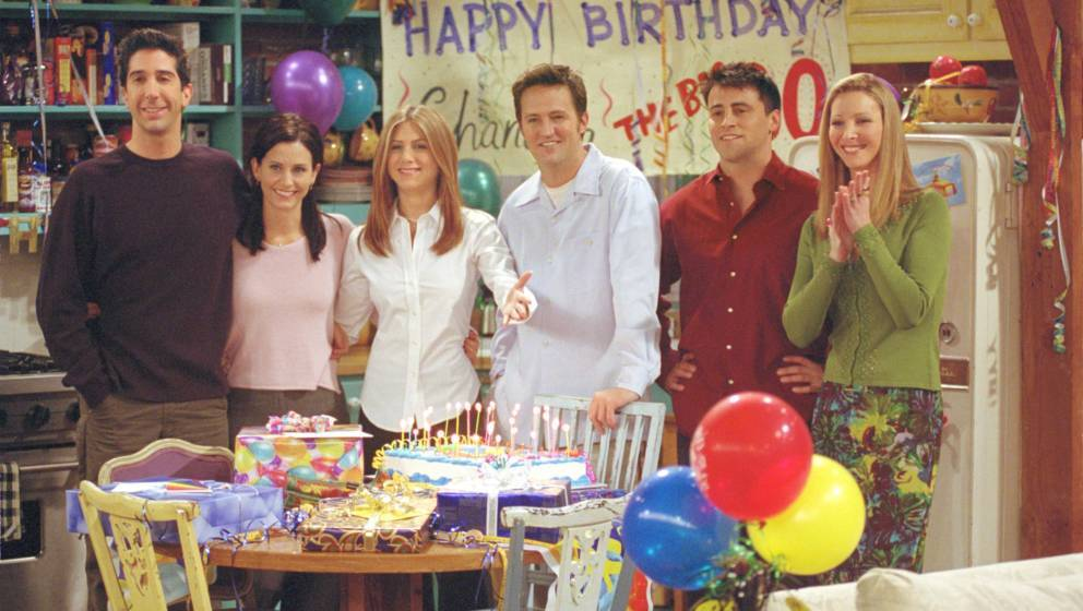 385848 27: Cast members of NBC's comedy series 'Friends.' Pictured (l to r): David Schwimmer as Ross Geller, Courteney Cox as