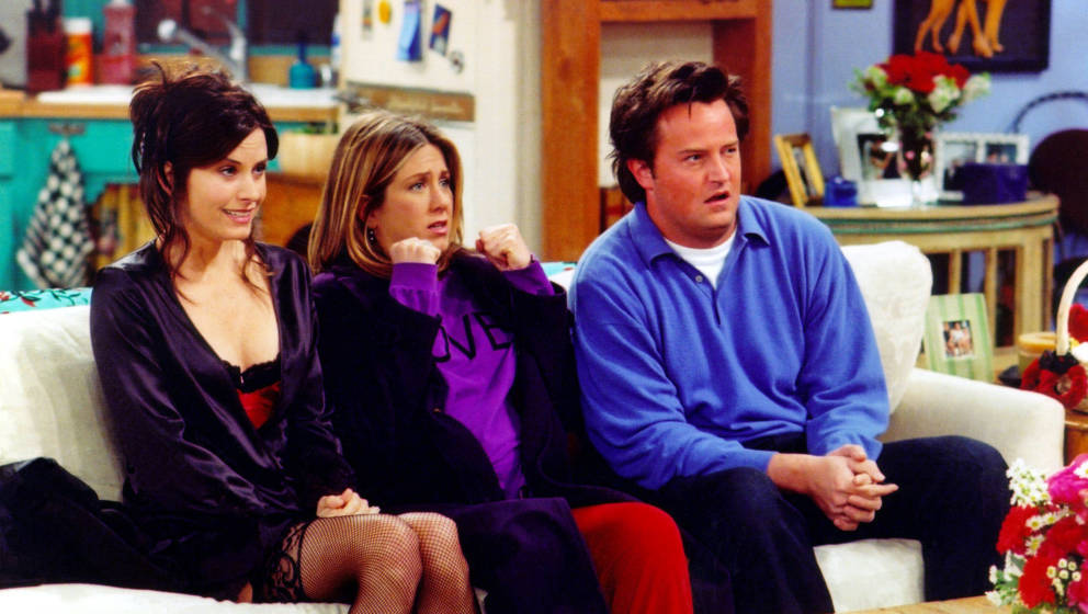 UNDATED PHOTO:  Actors Courteney Cox Arquette (L), Jennifer Aniston (C) and Matthew Perry are shown in a scene from the NBC s