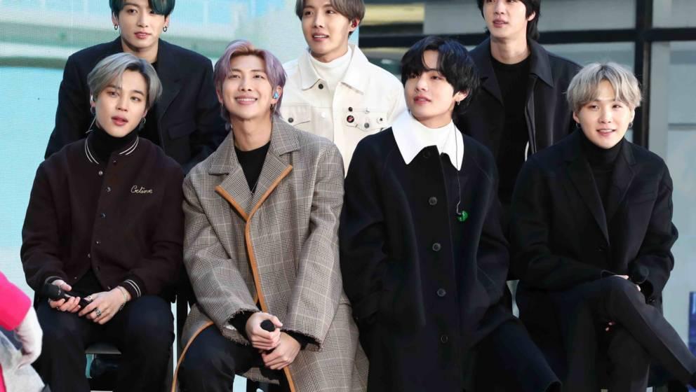 (L-R) Jimin, Jungkook, RM, J-Hope, V, Jin, und SUGA, BTS