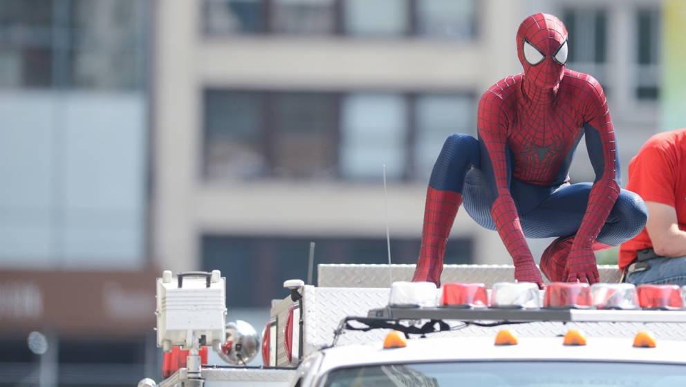 """Schauspieler Andrew Garfield am Set von """"The Amazing Spiderman 2""""."""