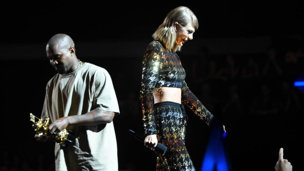 Taylor Swift und Kanye West bei den MTV VMAs 2015.