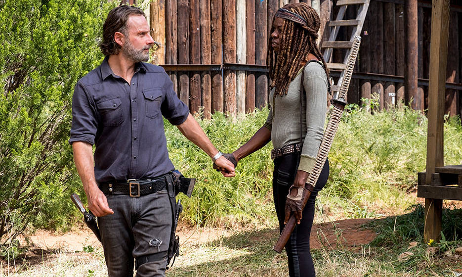 Rick (A. Lincoln) links und Michonne (D. Gurira) rechts in Episode 812