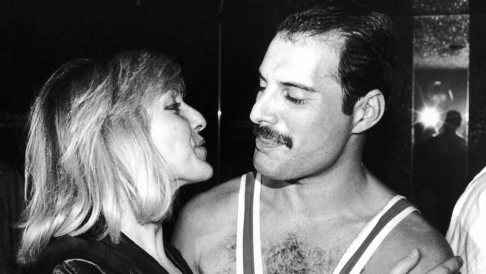 Freddie Mercury (1946 - 1991) und Mary Austin - hier im Jahr 1984