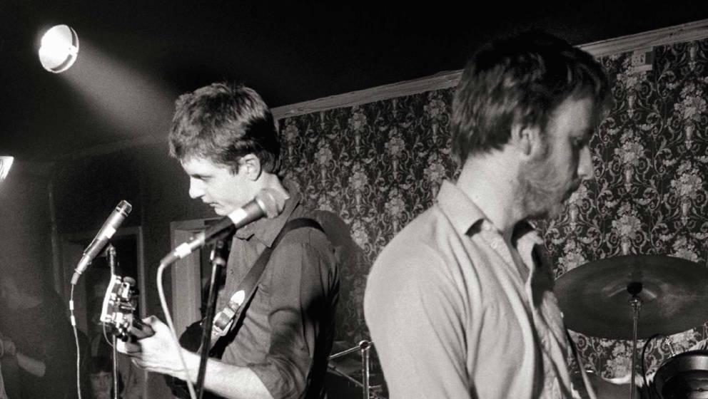 Ian Curtis und Peter Hook bei einem Konzert von Joy Division