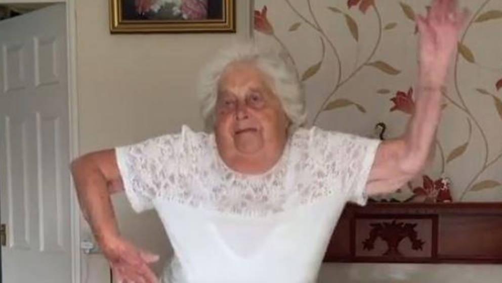 Kann das Tanzen einfach nicht lassen und schöpft so viel Kraft: Ruth Rudd aus dem englischen Kidderminster auf TikTok