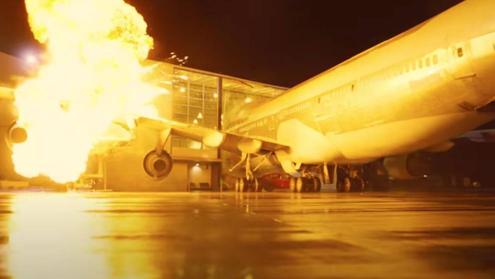 """Flugzeug stürzt ab - Action-Szene aus """"Tenet"""""""