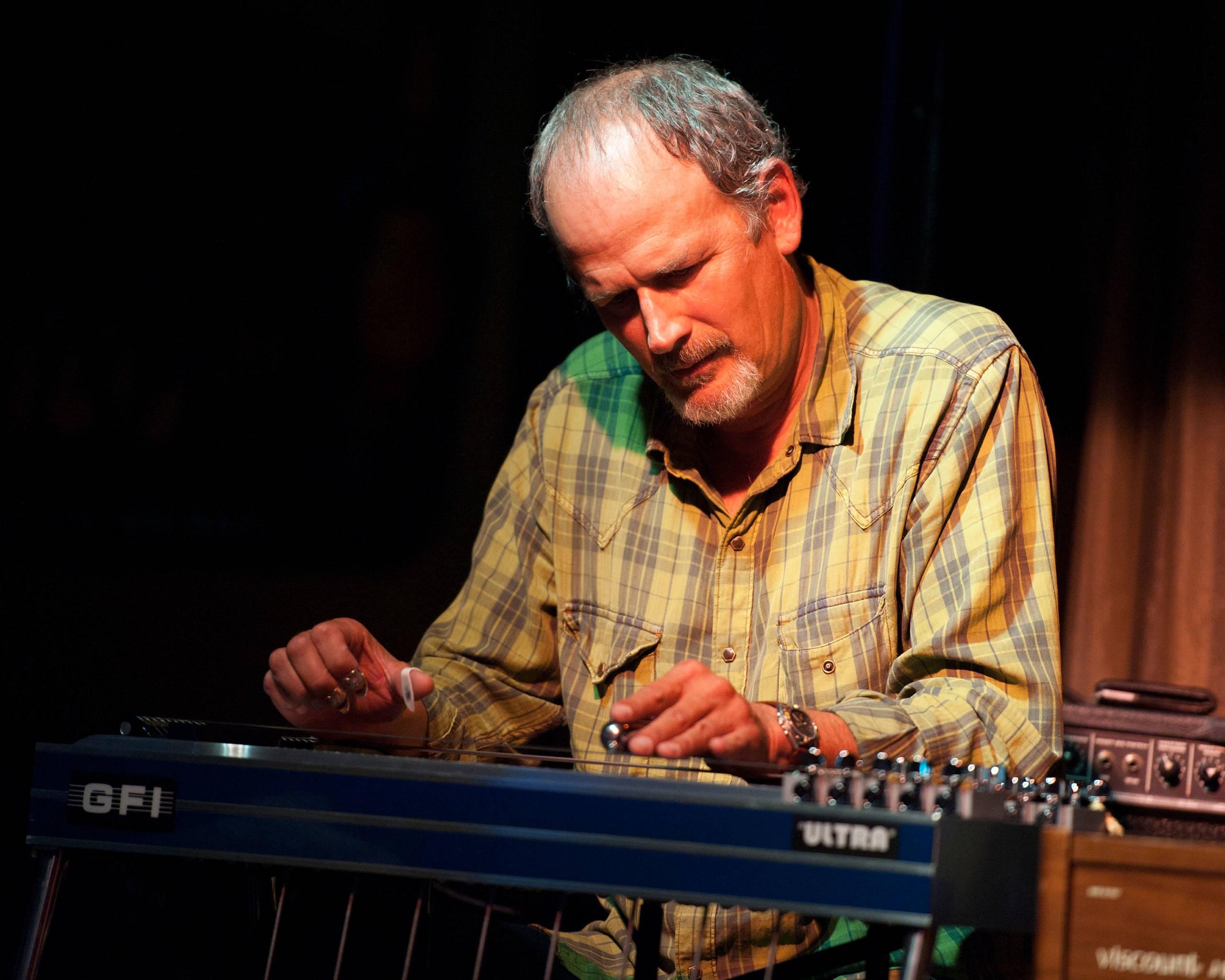 Bucky Baxter 2011 bei einer Show in Nashville