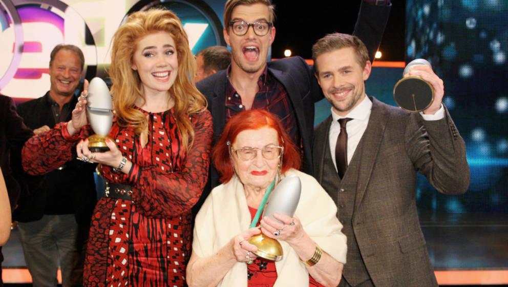 """""""Oma Violetta"""" gemeinsam mit Palina Rojinski, Joko Winterscheidt und Klaas Heufer-Umlauf bei den Deutschen Comedy Awards"""