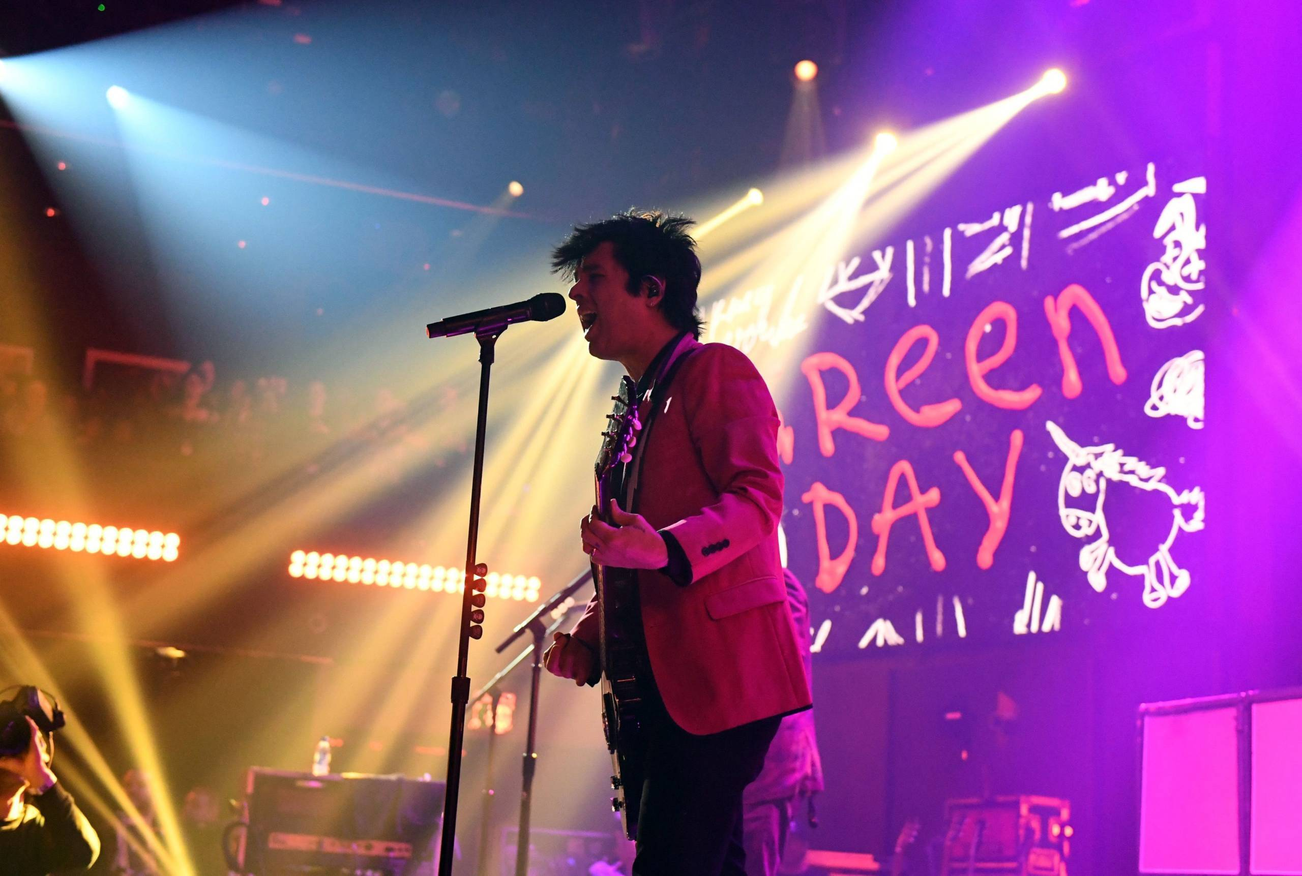 "Billie Joe Armstrong covert John Lennons ""Gimme Some Truth"""