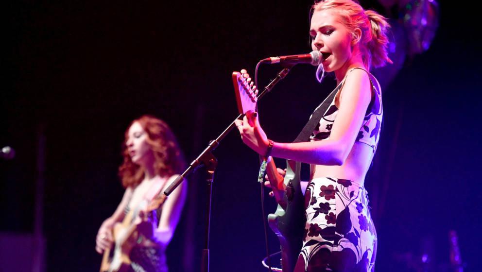 Lydia Night der Band The Regrettes gehört zu jenen Frauen, die das Verhalten öffentlich machten