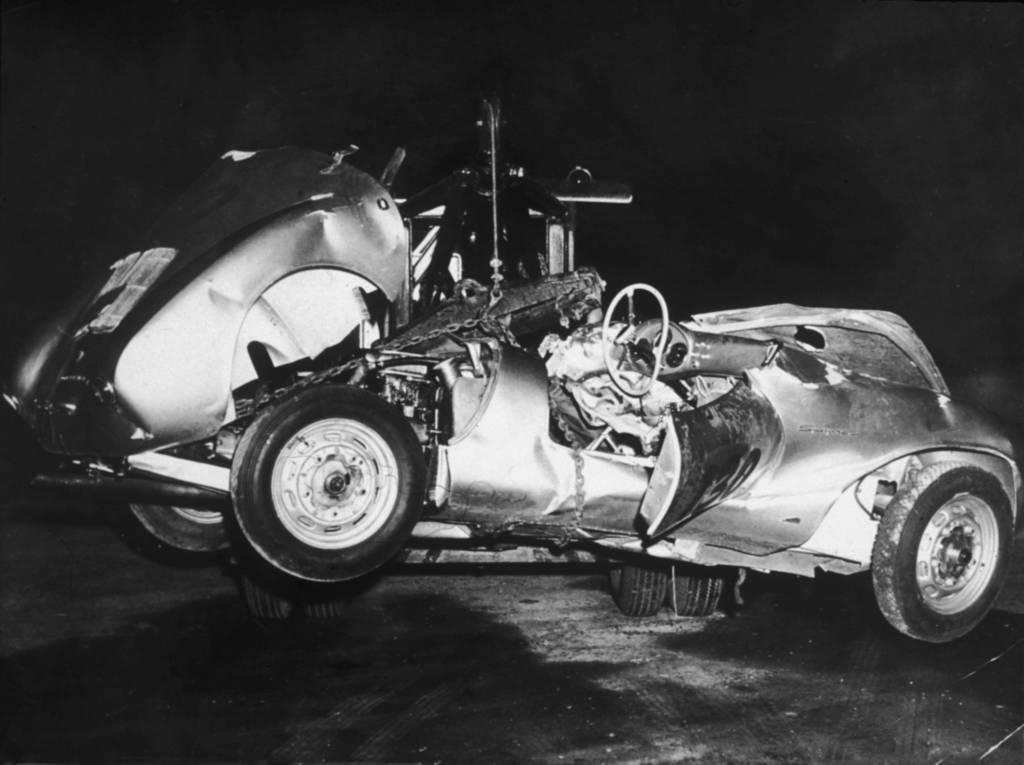 Das Wrack des Porsches, in dem James Dean zu Tode kam